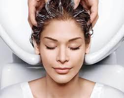 мыть   длинные  волосы
