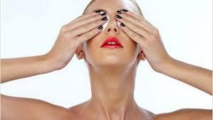 снять макияж
