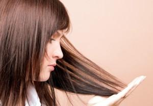 увлажнить кончики волос