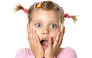 Удивленная девочка