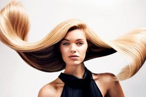 Девушка с развивающимися волосами