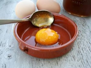 Маска с медом и яйцом для волос