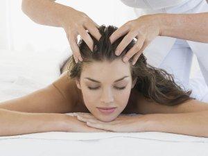 Польза массажа головы для восстановления волос