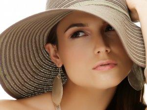 Защита волос при помощи головных уборов