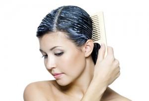 Нанесение маски для ломких волос