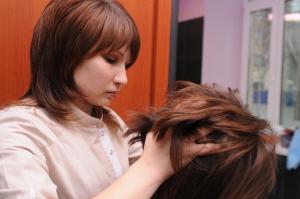Редеют волосы у женщин: что делать?