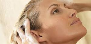 Волосы выпадают клоками: что делать?