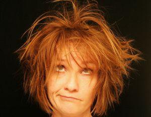 Редеют волосы на макушке у женщин: причины и что делать?
