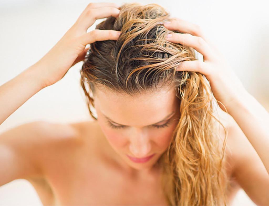 Как устранить жирность волос