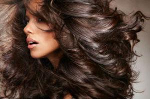 Как ухаживать за непослушными кончиками волос?