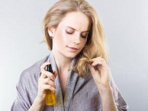 Использование спреев для защиты волос на пляже