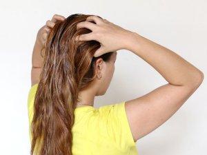 Нанесение масел на волосы в чистом виде